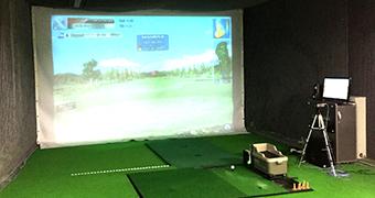 スクリーンゴルフでラウンドシミュレーションも!スイング解析機使用で練習も様々!